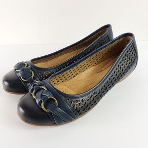 [SOFTSPOTS] Posie Laser Cut Leather Flats Wide WW